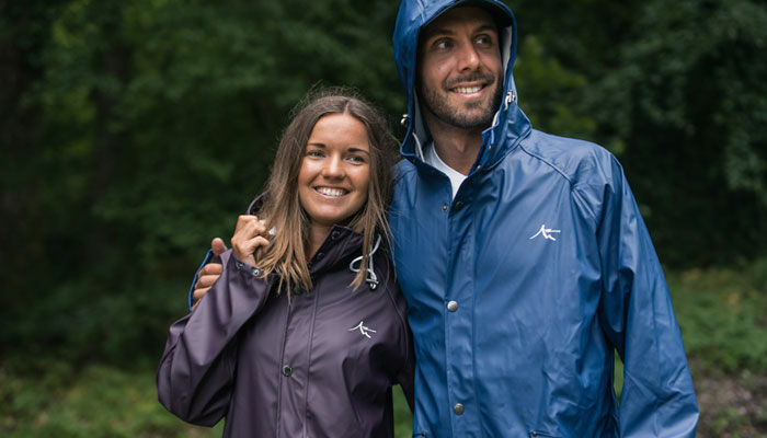 Funktionella och bra regnkläder och skalkläder i slitstarkt material.