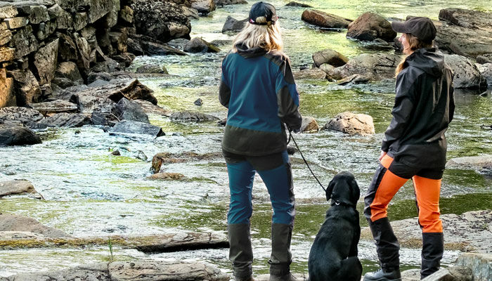 Bra kläder och hjälpmedel framtaget för hundförare och aktiva friluftsmänniskor